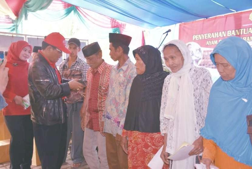 Ditjen Peternakan dan Kesehatan Hewan (Ditjen PKH) kembali memberi bantuan Bedah Kemiskinan Rakyat Sejahtera (#Bekerja) kepada Rumah Tangga Miskin(RTM) di Desa Madalsari, Pandeglang
