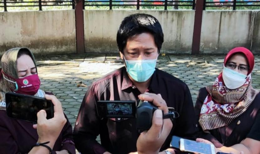Divisi Hukum dan Politik Persatuan Perawat Nasional Indonesia (PPNI) Kabupaten Semarang, Ipung Purwadi memberikan klarifikasi perihal insiden keributan yang melukai perawat di RSUD Gunawan Mangunkusumo, Ambarawa, Sabtu (24/7).