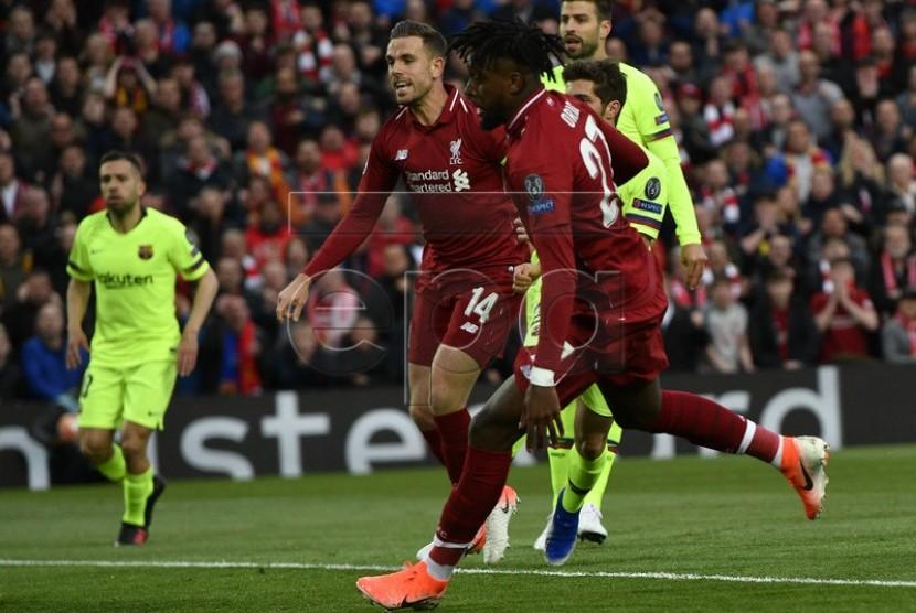 Divock Origi, penyerang Liverpool, membobol gawang Barcelona FC dalam pertandingan babak pertama leg kedua semifinal Liga Champions di Stadion Anfield, Liverpool, 7 Mei 2019. (kredit: EPA)