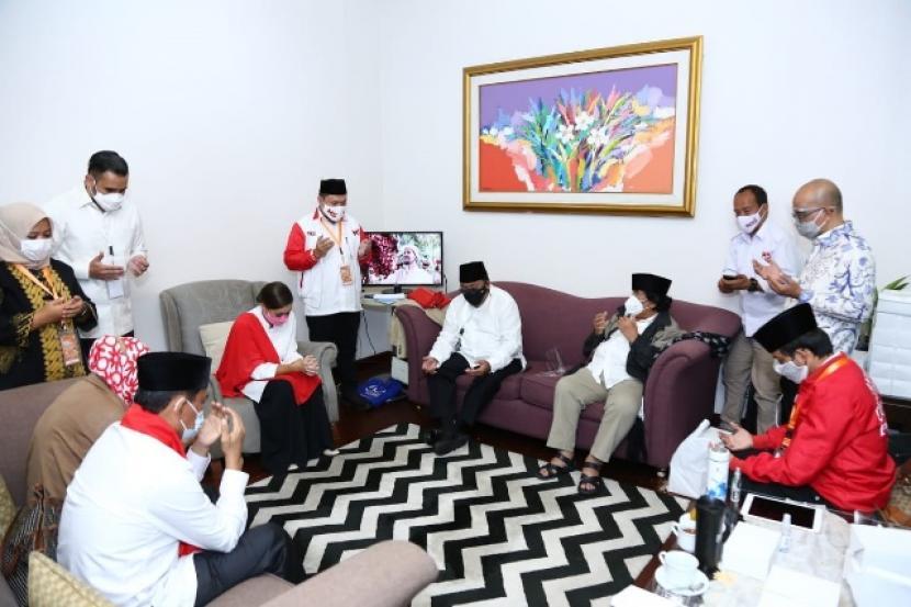 Doa bersama Muhammad-Rahayu Saraswati dan tim jelang debat Pilkada Tangsel