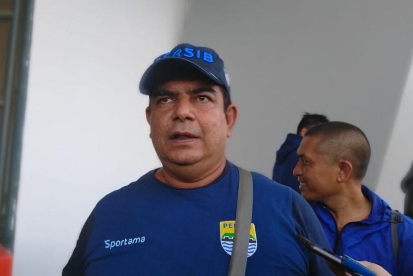 Dokter tim Persib, Raffi Ghani di Gelora Bandung Lautan Api, Bandung, Rabu (16/5).