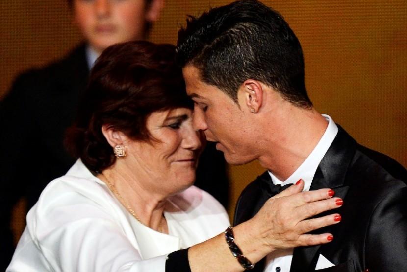 Dolores Aveiro bersama anaknya Cristiano Ronaldo.