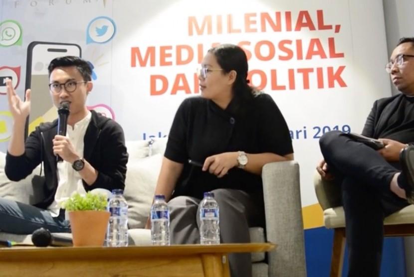 Dosen Universitas Atmajaya sekaligus Pengamat Generasi Milenal, Edbert Gani Suryahudaya (ketiga kanan)