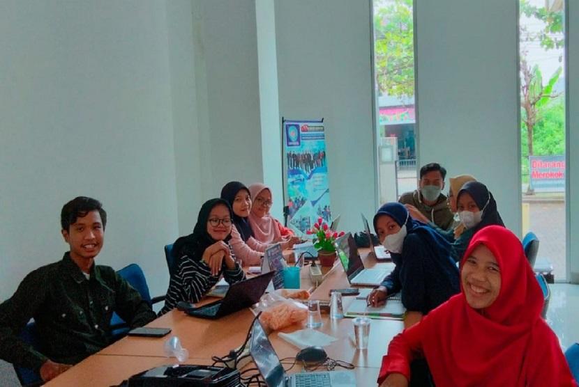 Dosen Universitas BSI (Bina Sarana Informatika) kampus Tegal mendukung peningkatan kompetensi mahasiswa dengan memberikan pelatihan tableau untuk visualisasi data sebagai persiapan mengikuti Turnamen Sains Data (TSDN) kepada mahasiswa.