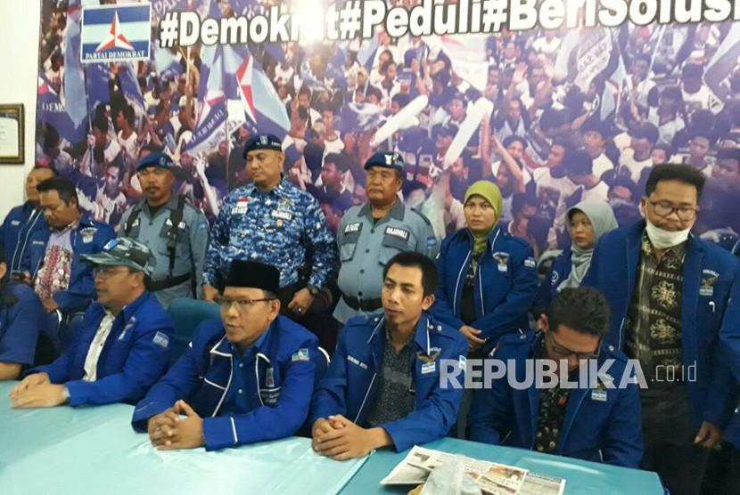 [ilustrasi] DPD Demokrat NTB menyatakan sikap untuk memberikan dukungan moril bagi Ketua Umum Partai Demokrat Susilo Bambang Yudhoyono (SBY) di Kantor DPD Demokrat NTB, Jalan Udayana, Mataram, NTB, Selasa (6/2).
