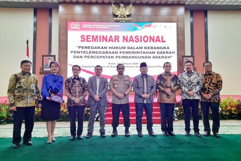 "DPD menggelar Seminar Nasional dengan tema ""Penegakan Hukum Dalam Kerangka Penyelenggaraan Pemerintah Daerah Dan Percepatan Pembangunan Daerah,"" yang diselenggarakan DPD RI di Gedung Nusantara IV, Kompleks DPR/MPR Senayan Jakarta, Senin (24/2)"