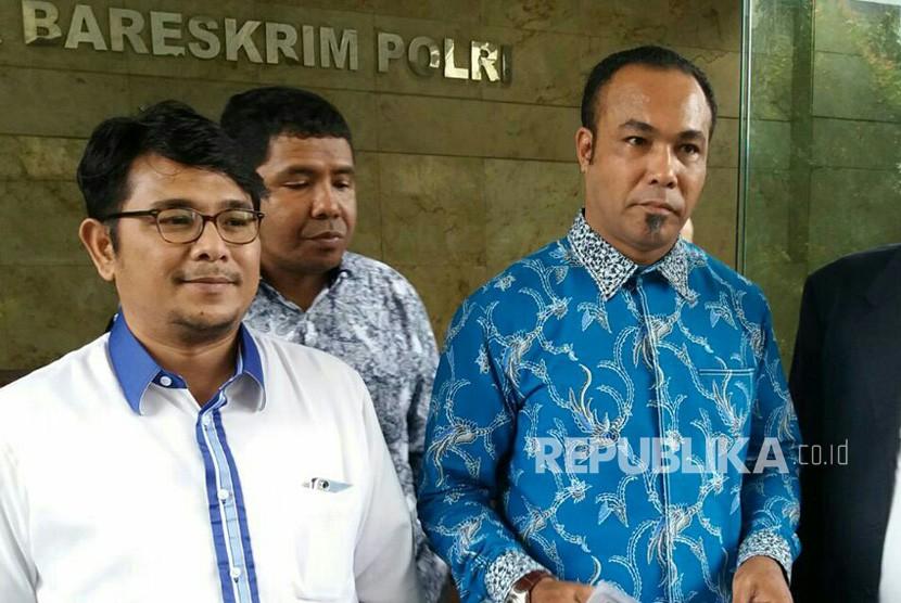 DPP Partai Demokrat melaporkan Kuasa Hukum Novanto, Firman Wijaya ke Bareskrim Polri, Selasa (13/2)
