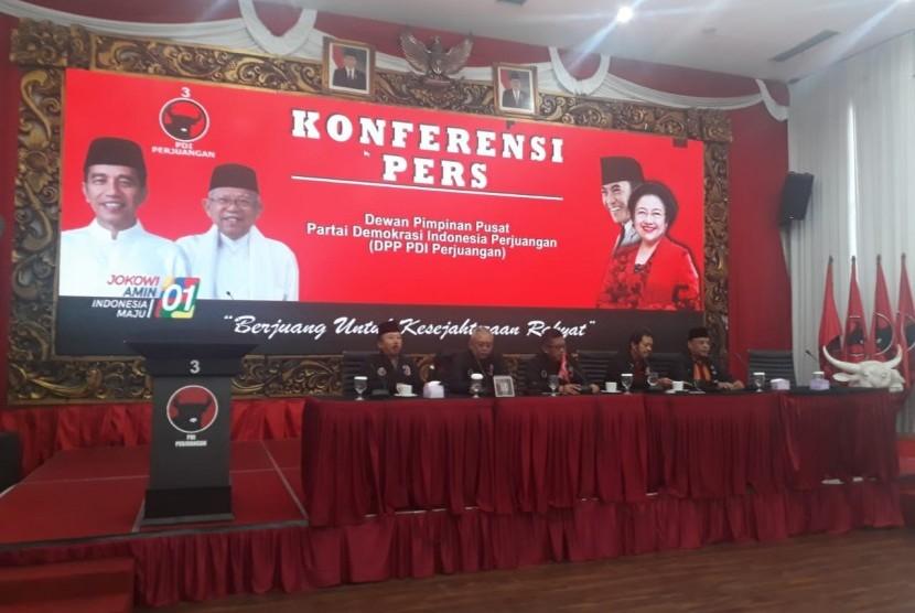 DPP PDI Perjuangan melakukan konferensi pers mengenai perhitungan suara Pemilu Serentak 2019 di Jakarta, Jumat (19/4).