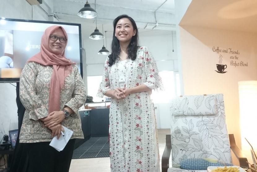 Dr Dede R. Adawiyah, Staf Pengajar di Departemen Ilmu dan Teknologi Pangan IPB (berkerudung) dan Ariani Dewi Widodo, dokter spesialis anak sub spesialis gastrologi (pencernaan) menjadi narasumber dalam diskusi