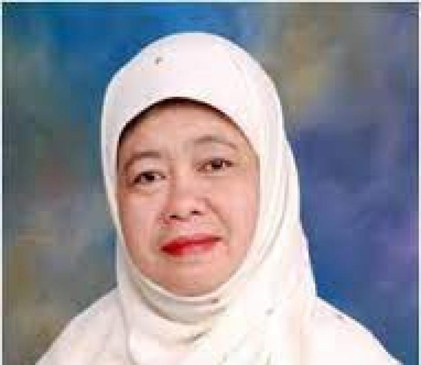 Dr Dra Trias Setiawati MSi
