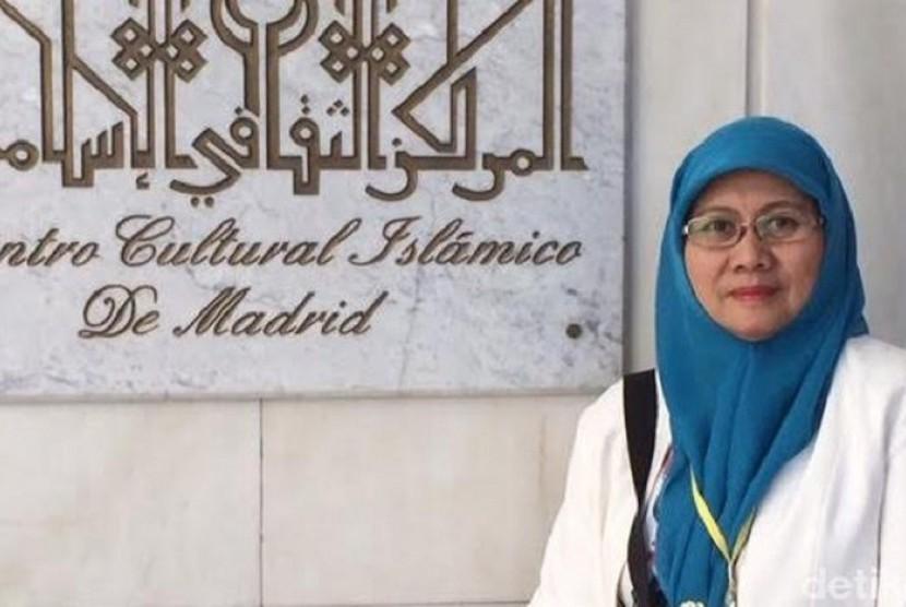 Dr. Elly Warti Maliki, Lc. MA, Kepala Sekolah Internasional Islamic School Jeddah dan Doktor Fiqih Muqarin Universitas Al-Azhar Cairo