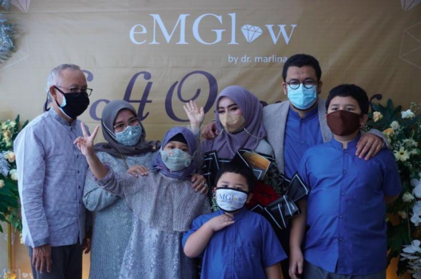 dr marlina bersama keluarga