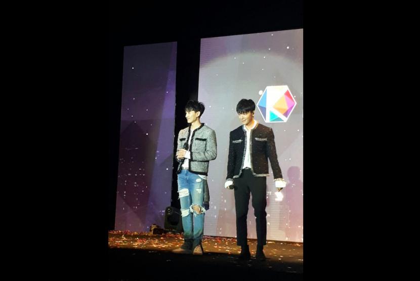 Dua anggota boyband Suju, Eunhyuk dan Donghae, ketika tampil di Korean Brand & Entertainment Expo (KBBE) Jakarta 2017 di Hall Gandaria City, Jakarta Selatan, Senin (4/9).