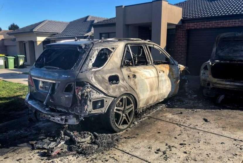 Dua mobil yang jadi korban serangan dalam perang antargeng di Melbourne.