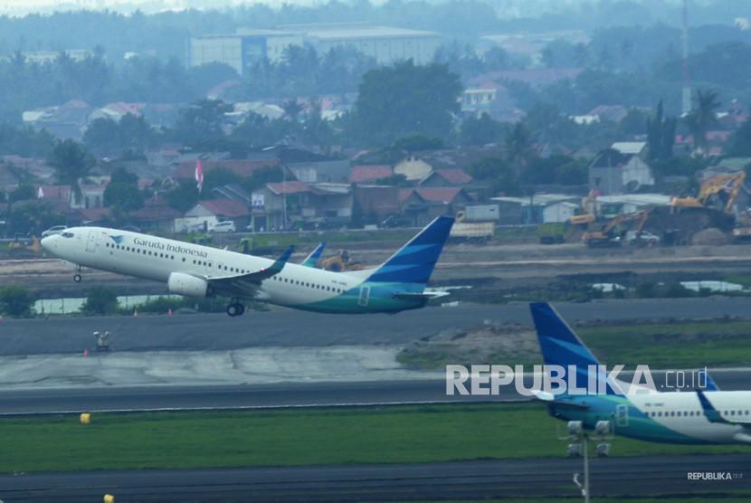 Pesawat Garuda Indonesia lepas landas di Bandara Soekarno Hatta, Tangerang, Banten. (ilustrasi)