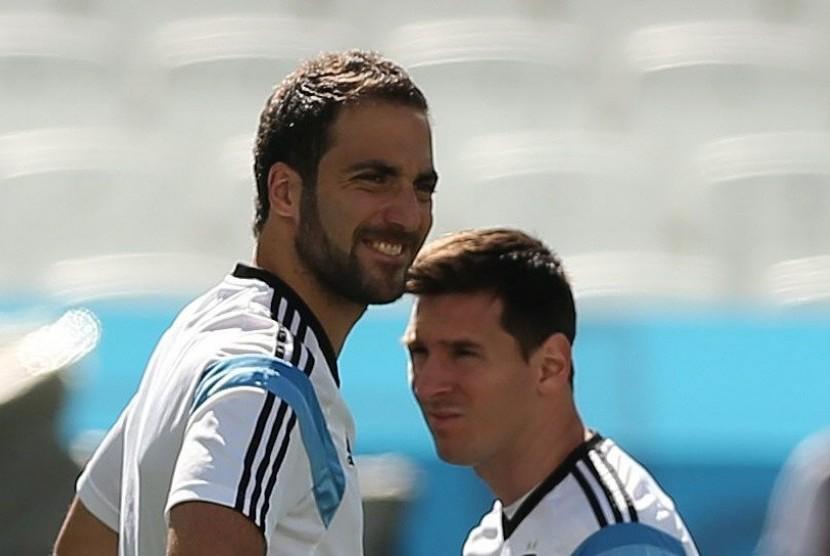 Dua striker timnas Argentina, Gonzalo Higuain (kiri) dan Lionel Messi.