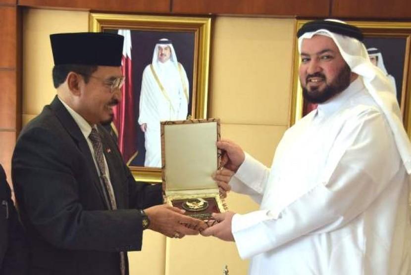 Dubes RI untuk Qatar Muhammad Basri Sidehabi (kiri) dan Menteri Urusan Islam dan Wakaf Qatar Ghaith bin Mubarak Alu Omran al-Kuwari (kanan) (Ilustrasi)