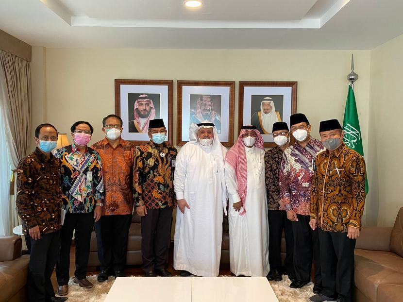 Dubes Saudi tak Pernah Larang Umrah/Jajaran pejabat Direktorat Jenderal Penyelenggaraan Haji dan Umrah Kemenag bertemu dengan Dubes Saudi Esham Altsaqafi