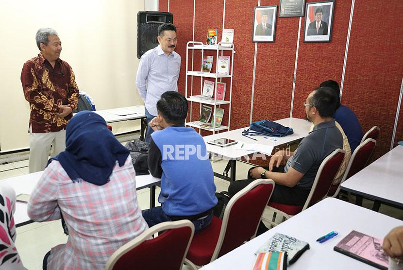 Indonesian Ambassador to Malaysia Rusdi Kirana (right).