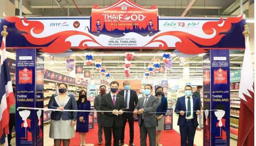 Thailand Promosi Makanan Halal di Qatar. Duta Besar Thailand untuk Qatar Nathapol Khantahiran meresmikan Promosi Toko Produk Halal Thailand di Qatar. Peresmian ini dilakukan bersama Direktur Lulu Group International Mohamed Althaf.