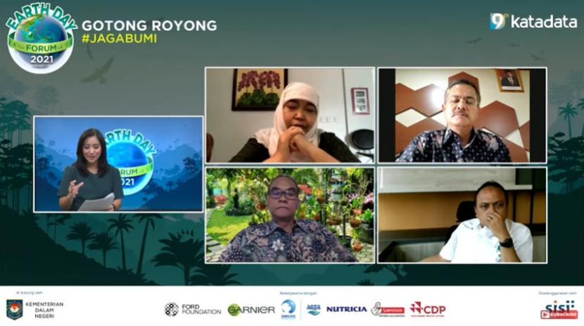 Earth Day Forum 2021: Regulasi Baru Pengelolaan Hutan Untuk Rakyat, Rabu (21/4).