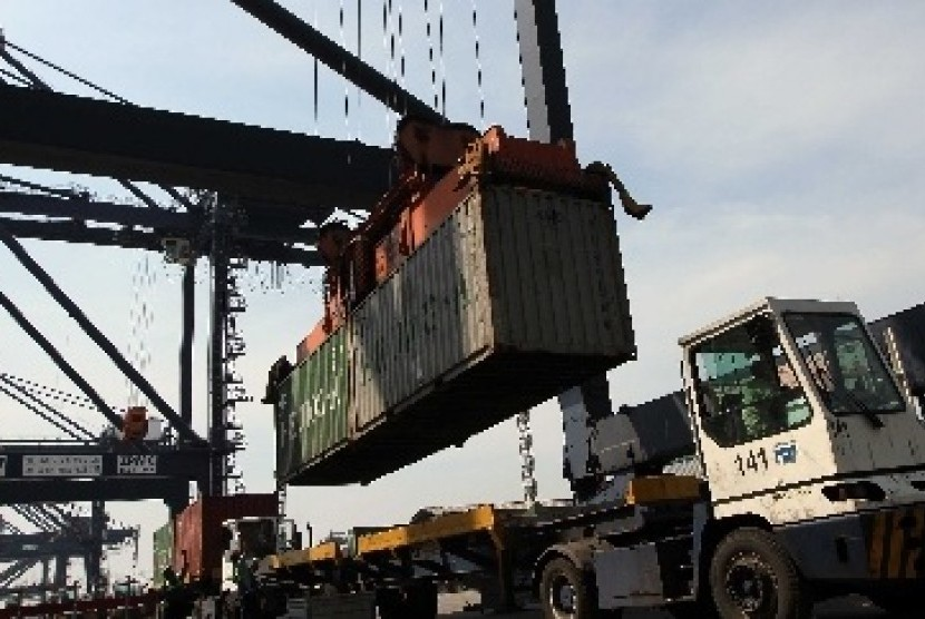 BUMN Klaster Pangan melakukan ekspor perdana Gurita Steam (ready to eat) dan Gurita whole frozen Volume 132 ton dari Makassar, Sulawesi Selatan ke Amerika Serikat melalui PT Perikanan Nusantara (perinus).
