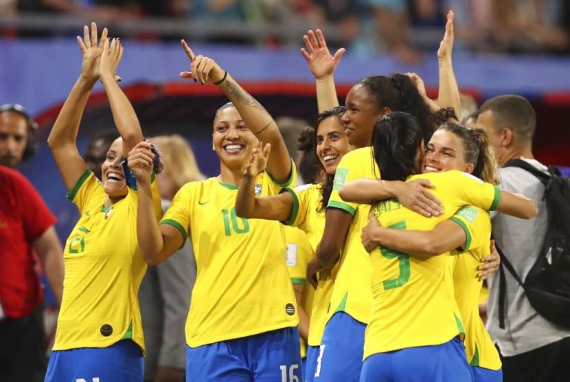 Ekspresi bahagia para pemain Brasil lolos ke babak 16 besar Piala Dunia Wanita 2019 setelah mengalahkan Italia 1-0, Rabu (19/6) dini hari WIB.