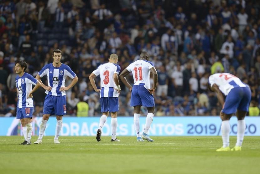 Ekspresi dan reaksi para pemain Porto saat tersingkir di kualifikasi Liga Champions.