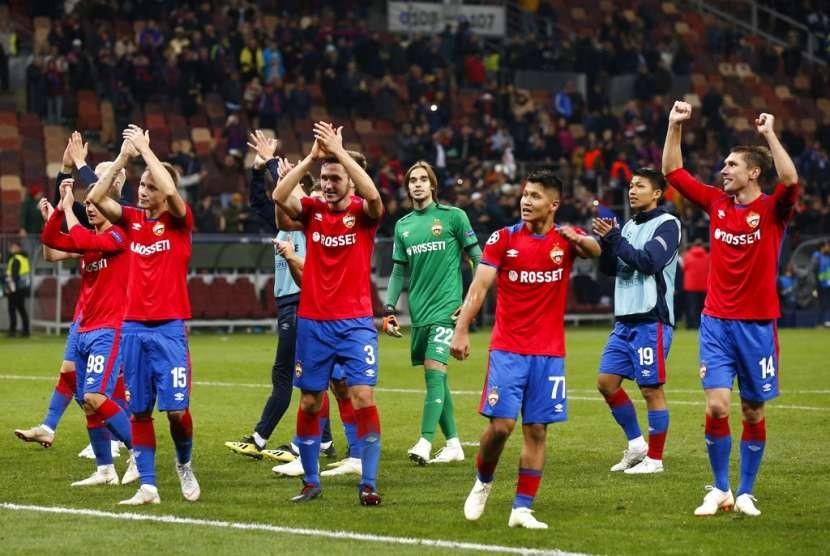 Ekspresi kegembiraan para pemain CSKA Moskow setelah menaklukkan Real Madrid 1-0 di Liga Champions.