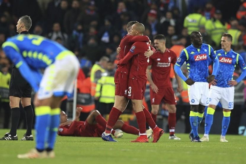 Ekspresi para pemain Napoli yang gagal ke babak 16 besar Liga Champions, setelah di pertandingan terakhir Grup C bermain imbang 1-1 dengan Liverpool , di Anfield Stadium