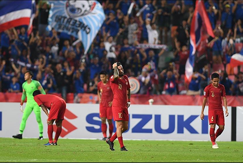 Ekspresi pemain Indonesia setelah gawang Indonesia dibobol Thailand dalam laga lanjutan Piala AFF 2018 di Stadion Nasional Rajamangala.