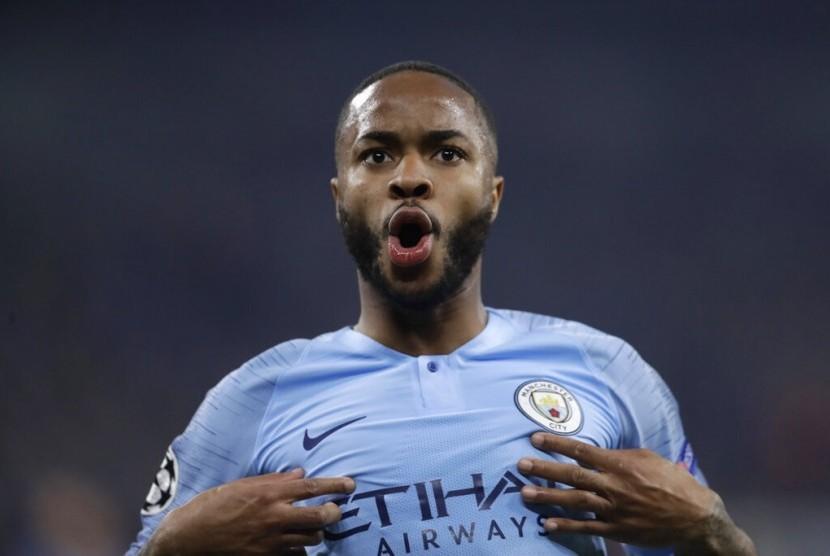 Ekspresi penyerang Manchester City Raheem Sterling setelah menjebol gawang Schalke.