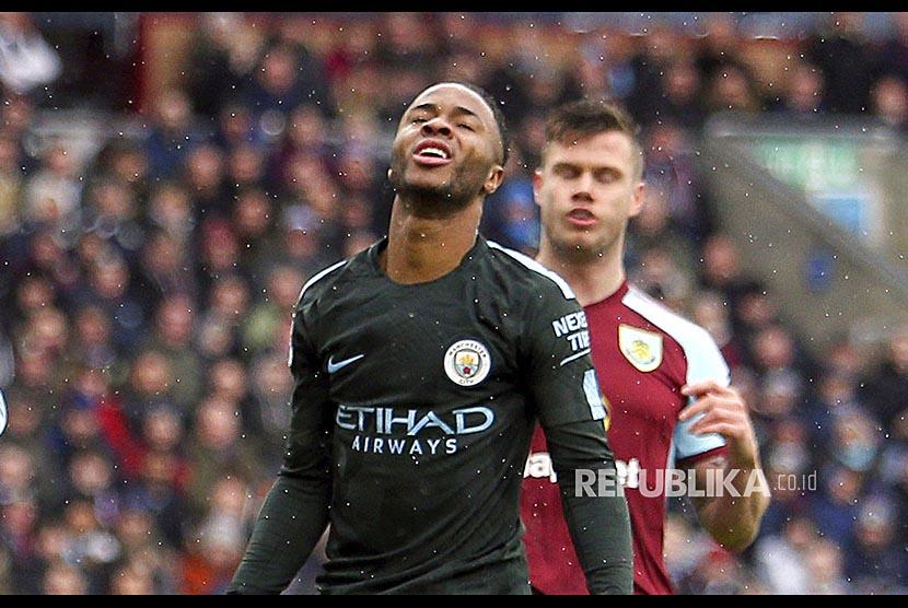 Ekspresi Raheem Sterling saat gagal memanfaatkan kesempatan mencetak gol ke gawang  Burnley di Turf Moor, Burnley, Sabtu (3/2).