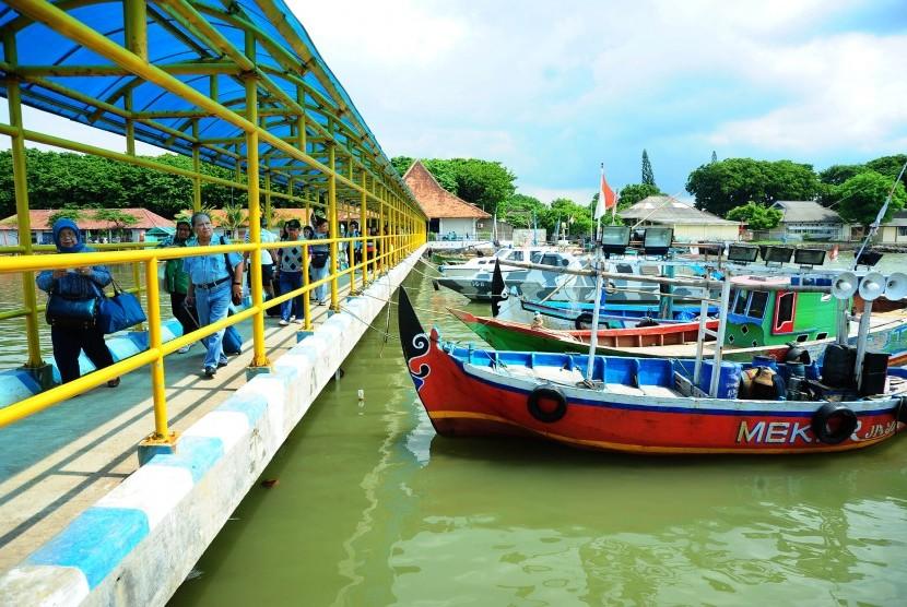 elabuhan Jepara, Jawa Tengah.