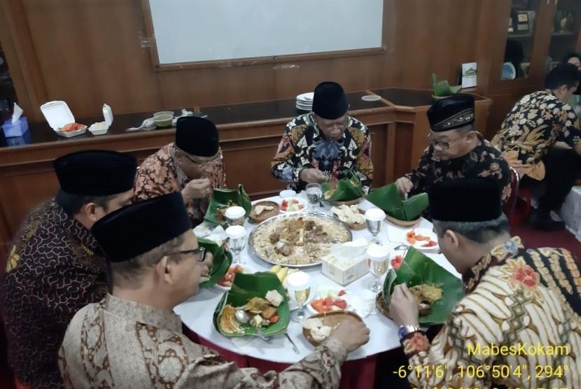 Elite PBNU-Muhammadiyah bertemu dalam jamuan makan malam.