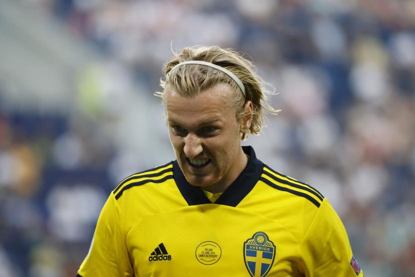 Emil Forsberg dari Swedia bereaksi selama pertandingan sepak bola babak penyisihan grup E UEFA EURO 2020 antara Swedia dan Polandia di St.Petersburg, Rusia, 23 Juni 2021.
