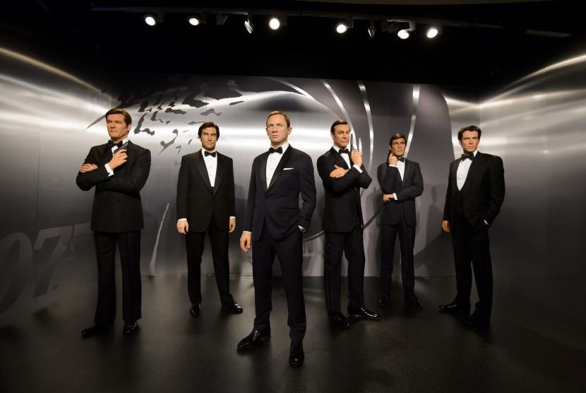 Enam sosok James Bond untuk pertama kalinya dipamerkan di Madame Tussauds London (16/10).