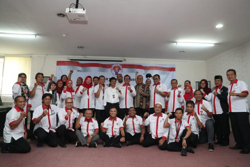 erah Terima Jabatan dan Lepas Sambut di lingkungan Deputi Bidang Pembudayaan Olahraga dilaksanakan Kamis (23/5) sore di ruang rapat lantai 3 Gedung PPITKON, Senayan, Jakarta. Deputi Pembudayaan Olahraga Raden Isnanta menyaksikan langsung jalannya proses sertijab.