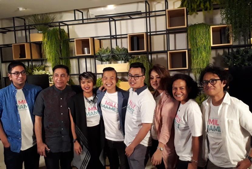 Ernest Prakasa dan beberapa pihak yang terlibat dalam konferensi pers film Milly & Mamet di Jakarta.