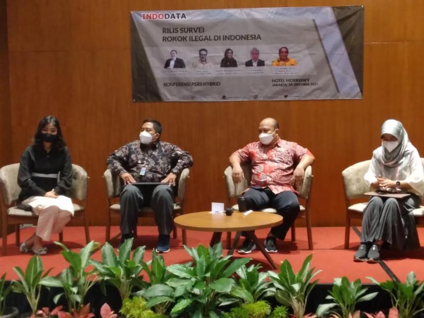 Estimasi Kerugian Negara Karena Rokok Ilegal Rp 53 Triliun. Foto: Para narasumber di pemaparan survei Indodata soal peredaran rokok ilegal, Jakarta, Ahad (24/10).