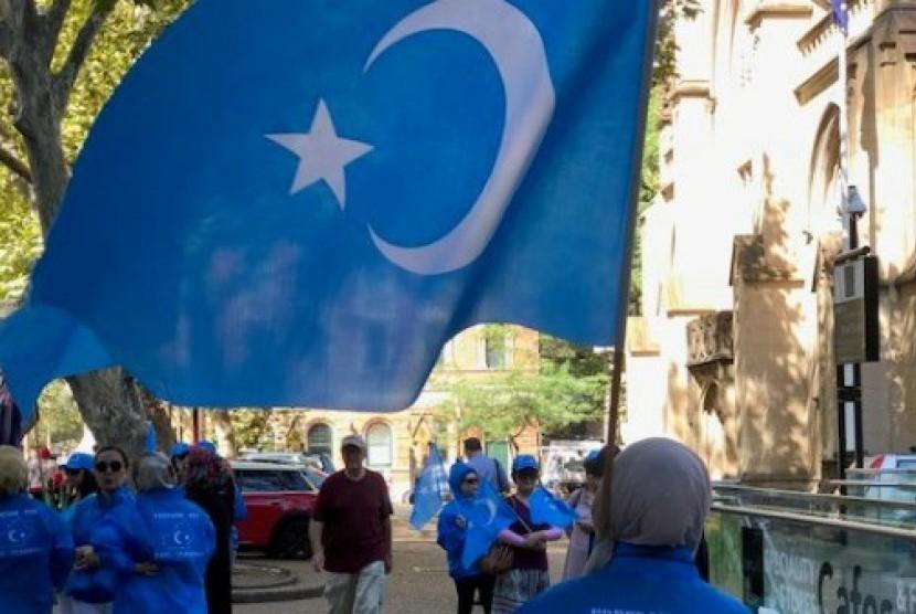 Etnis minoritas Muslim Uighur menuduh Pemerintah Cina mengekang mereka.