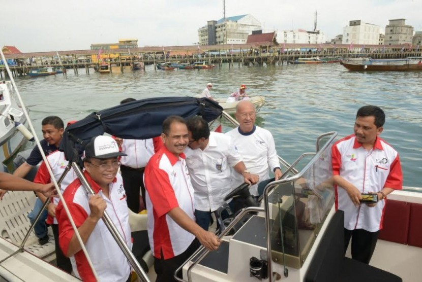 etua Tim Percepatan Wisata Bahari Kemenpar, Indroyono Soesilo bersama Menpar Arief Yahya meninjau Festival Bahari Kepri.