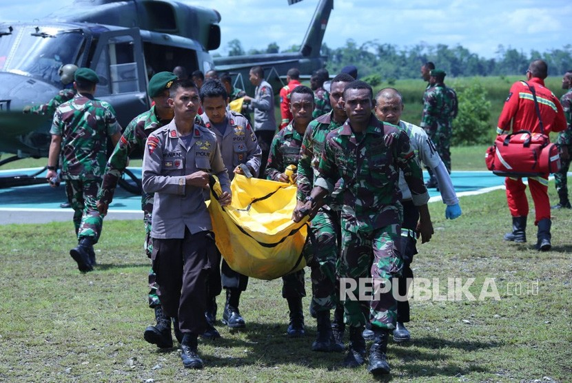 Evacuation of victims of massacres of armed criminal group (KKB) in Nduga, Papua.