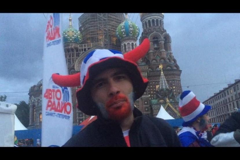 Fan Kosta Rika di kawasan FIFA Fan Fest, Saint Petersburg, Sabtu (23/6)