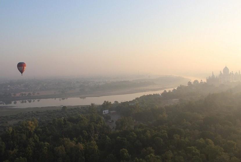 Festival Balon Udara di langit Taj Mahal, Agra