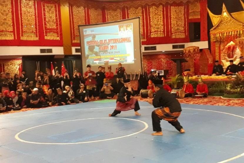 Festival Silat Internasional (FSI) 2018 digelar di Padang, Sumatra Barat pada 12-15 Juli 2018. Ajang ini diikuti empat negara yakni Indonesia, Malaysia, Singapura, dan Suriname.