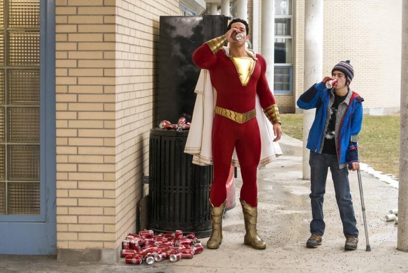 Zachary Levi dalam film Shazam!.