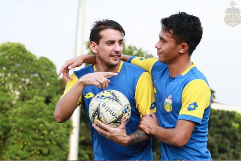 Flavio Beck Junior (kiri)