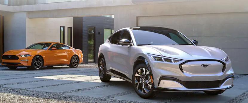 Ford Mustang Mach-E kini memiliki jarak tempuh yang lebih panjang dengan waktu pengisiann daya yang lebih singkat.