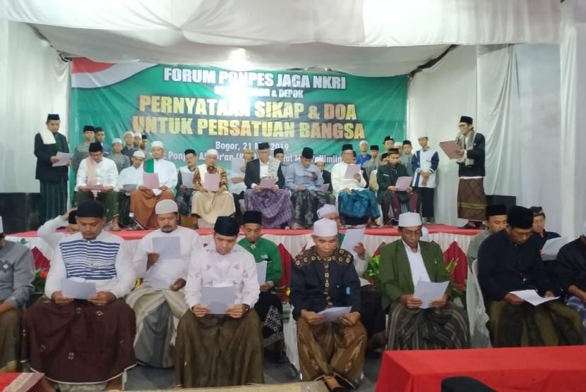 Forum Ponpes menyampaikan sikap terkait pilpres di Ponpes Tansyitul Muta'allimin, Bogor, Jawa Barat Selasa (21/5).